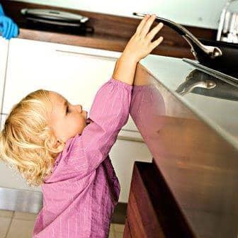 Çocukları Ev Kazalarından Korumak İçin Basit Önlemler