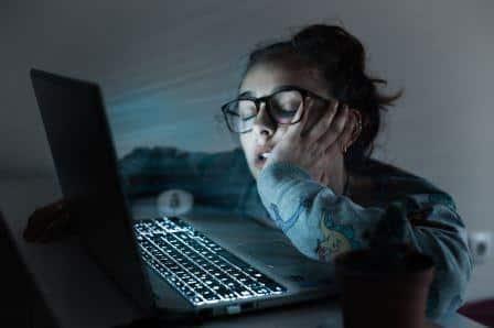 İnternetin Yaşamımıza Olumlu ve Olumsuz Etkileri