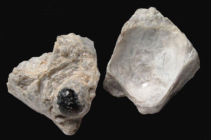 Obsidyen-Perlit-Pekştayn-Bimştayn-Tüf-Aglomera-Breş Nedir? 2 – perlit kayacı