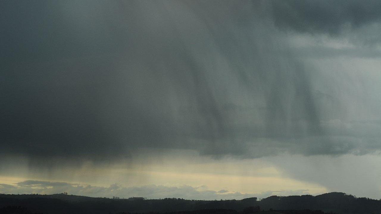 Bulut Nedir? Bulut Türlerinin Detaylı Bilgileri 7 – Nimbostratus bulutu
